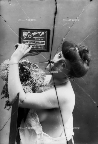 "NVM-F-003213-0000 - Female Portrait  in skimpy clothes. The woman shows an advertisement of Società Anonima ""La Luminosa"" for  plates high speed - Date of photography: 1900-1910 - Fratelli Alinari Museum Collections-Nunes Vais Archives, Florence"