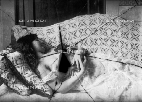 NVM-F-003215-0000 - Female Portrait  in skimpy clothes with a dog - Date of photography: 1900-1910 - Fratelli Alinari Museum Collections-Nunes Vais Archives, Florence