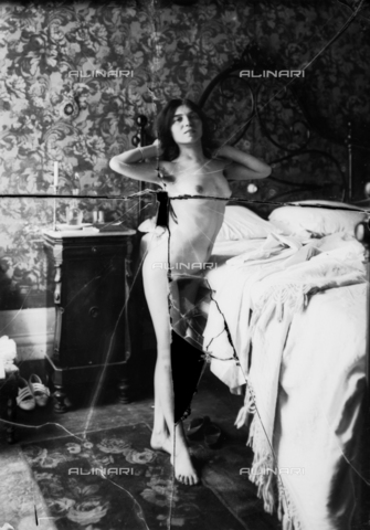 NVM-F-003217-0000 - Nude female portrait - Date of photography: 1900-1910 - Fratelli Alinari Museum Collections-Nunes Vais Archives, Florence