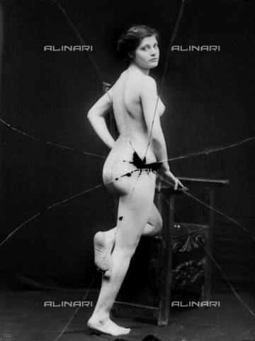NVM-F-003218-0000 - Nude female portrait - Date of photography: 1900-1910 - Fratelli Alinari Museum Collections-Nunes Vais Archives, Florence