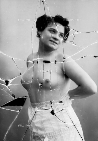 NVM-F-003220-0000 - Female portrait with unveiled breast - Date of photography: 1900-1910 - Fratelli Alinari Museum Collections-Nunes Vais Archives, Florence
