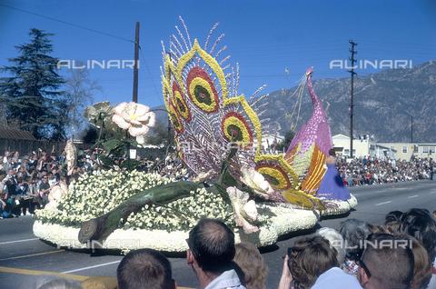 NVQ-S-000520-0018 - Brasil, Carnival cart, 60s