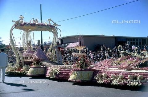 NVQ-S-000520-0023 - Brasil, Carnival carts, 60s