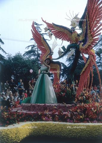 NVQ-S-000520-0025 - Brasil, Carnival cart, 60s