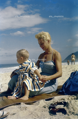 NVQ-S-000520-0090 - Mother with her baby on the beach; America