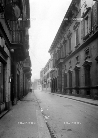 NVQ-S-001053-0002 - Via Lanzone, Milan - Date of photography: 1920-1930 - Alinari Archives, Florence