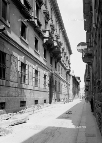 NVQ-S-001055-0001 - Via Sant' Orsola, Milan - Date of photography: 1920-1930 - Alinari Archives, Florence