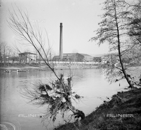 NVQ-S-002202-0005 - Factory with chimney along the Arno in Florence - Date of photography: 1935-1943 ca. - Alinari Archives, Florence