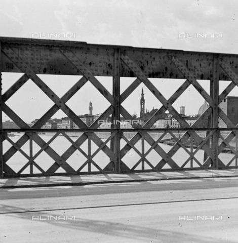 NVQ-S-002202-0016 - View of Florence from the Ponte di Ferro (today Ponte San Niccolò) - Date of photography: 1935-1943 ca. - Alinari Archives, Florence