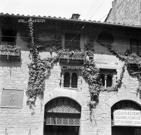 NVQ-S-002202-0017 - Medieval house in Florence - Date of photography: 1930-1940 ca. - Alinari Archives, Florence