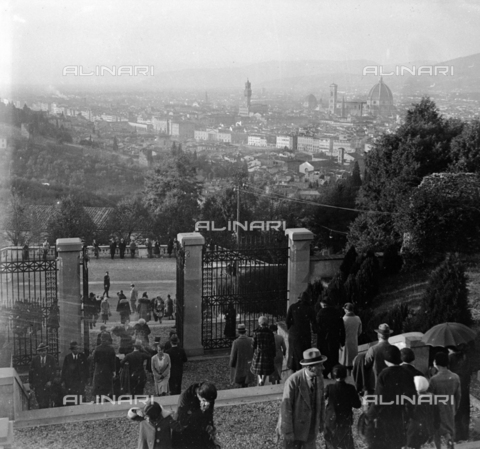 NVQ-S-002202-0019 - View of Florence from the steps of the church of San Miniato al Monte - Date of photography: 1925-1930 ca. - Alinari Archives, Florence