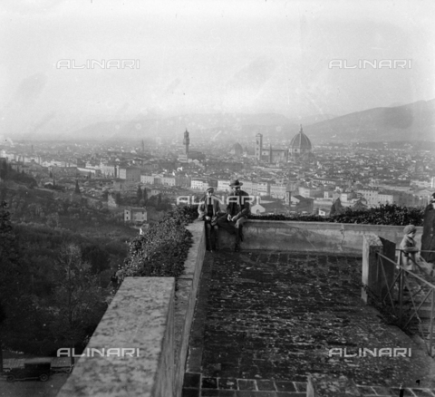 NVQ-S-002202-0020 - View of Florence from the terrace in front of the Palazzo dei Vescovi of the abbey of San Miniato al Monte - Date of photography: 1925-1930 ca. - Alinari Archives, Florence