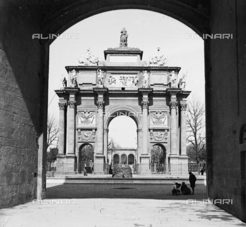 NVQ-S-002202-0021 - Arc of Triumph (or Lorenese Arch) in Piazza della Libertà (formerly Piazza di Porta San Gallo) in Florence - Date of photography: 1925-1936 ca. - Alinari Archives, Florence