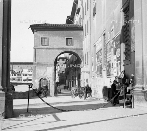 NVQ-S-002202-0023 - View of Lungarno Archibusieri in Florence - Date of photography: 1920-1930 ca. - Alinari Archives, Florence