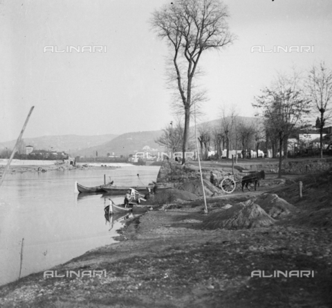 NVQ-S-002202-0029 - Boats on the Arno near Rovezzano in Florence - Date of photography: 1930-1940 ca. - Alinari Archives, Florence