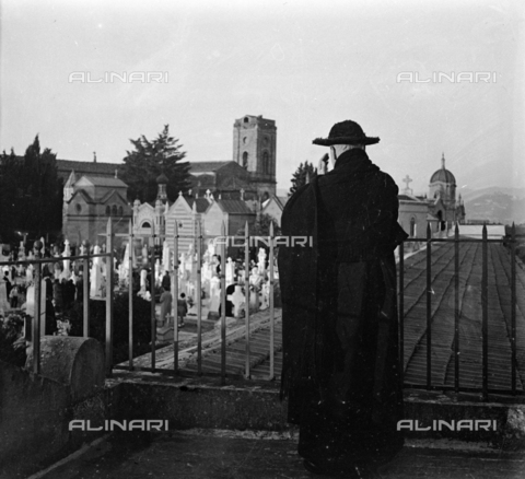 NVQ-S-002202-0032 - Priest observes the Monumental cemetery of the Porte Sante (or cemetery of San Miniato al Monte) in Florence - Date of photography: 1930-1940 ca. - Alinari Archives, Florence