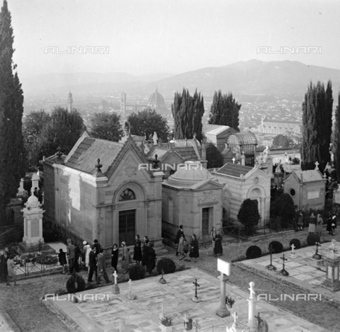 NVQ-S-002202-0033 - The Monumental cemetery of the Porte Sante (or cemetery of San Miniato al Monte) in Florence - Date of photography: 1930-1940 ca. - Alinari Archives, Florence