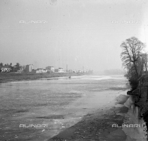 NVQ-S-002202-0036 - View of the Arno outside Florence - Date of photography: 1930-1940 ca. - Alinari Archives, Florence