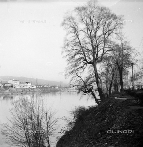 NVQ-S-002202-0041 - View of the Arno, Florence - Date of photography: 1930-1940 ca. - Alinari Archives, Florence