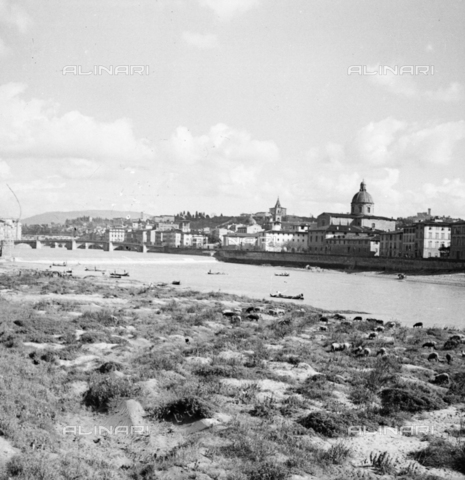 NVQ-S-002202-0045 - View of the Church of San Frediano in Cestello in Florence. On the left Ponte alla Carraia - Date of photography: 1930-1940 ca. - Alinari Archives, Florence