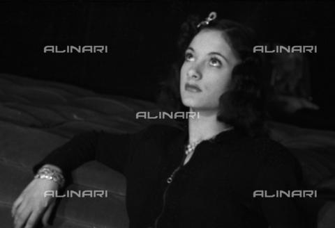 NVQ-S-004005-0040 - Ritratto femminile - Data dello scatto: 1941 - Archivi Alinari, Firenze