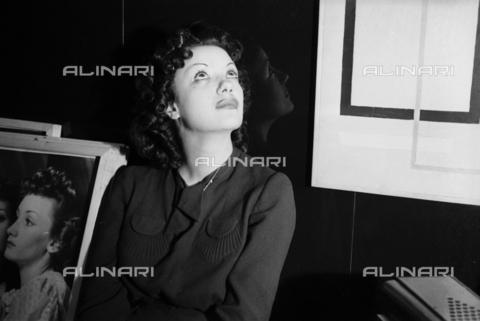 NVQ-S-004006-021A - Ritratto femminile - Data dello scatto: 1940-1945 - Archivi Alinari, Firenze