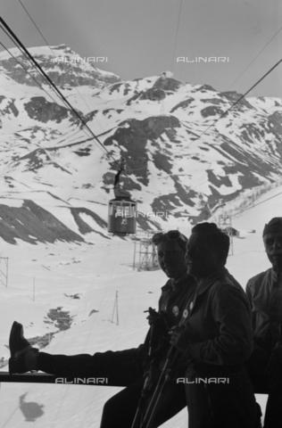 NVQ-S-004008-018A - Cabinovia in montagna - Data dello scatto: 1943 ca. - Archivi Alinari, Firenze