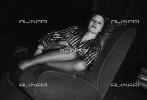 NVQ-S-004009-024A - Ritratto femminile - Data dello scatto: 1940-1945 - Archivi Alinari, Firenze