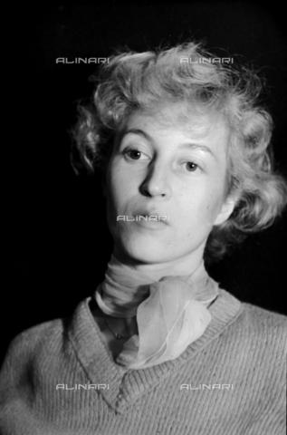 NVQ-S-00400E-0003 - Ritratto femminile - Data dello scatto: 1940-1945 - Archivi Alinari, Firenze