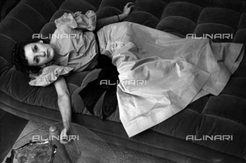 NVQ-S-004010-0007 - Ritratto femminile - Data dello scatto: 1939-1940 - Archivi Alinari, Firenze