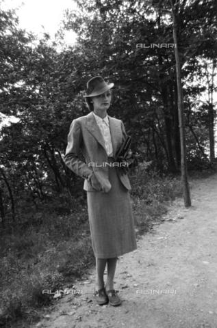 NVQ-S-004010-0023 - Ritratto femminile - Data dello scatto: 1939-1940 - Archivi Alinari, Firenze