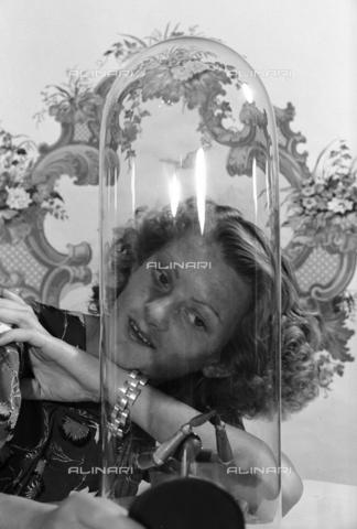 NVQ-S-004011-0010 - Ritratto femminile - Data dello scatto: 1940-1945 - Archivi Alinari, Firenze