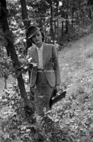 NVQ-S-004022-025A - Ritratto femminile - Data dello scatto: 1942-1945 - Archivi Alinari, Firenze