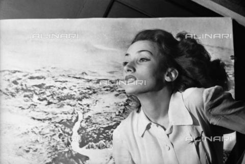 NVQ-S-00406A-0016 - Ritratto femminile - Data dello scatto: 1943 - Archivi Alinari, Firenze