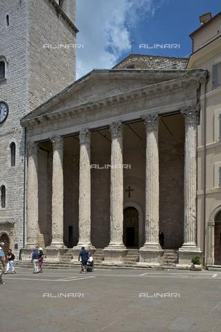 OBN-F-000682-0000 - Temple of Minerva or Church of Santa Maria sopra Minerva in the Piazza del Commune in Assisi - Date of photography: 06/2012 - Nicolò Orsi Battaglini/Alinari Archives, Florence