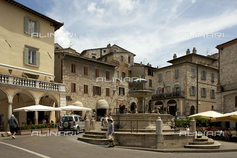 OBN-F-000684-0000 - Piazza del Commune in Assisi - Date of photography: 06/2012 - Nicolò Orsi Battaglini/Alinari Archives, Florence
