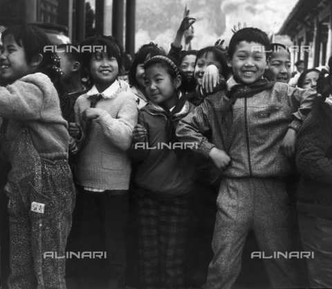 OMD-F-000060-0000 - Group of children in the ancient Baths of Xian Huaqing