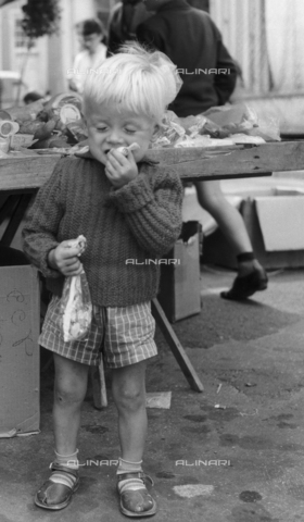 OMD-F-000234-0000 - Child eating candy