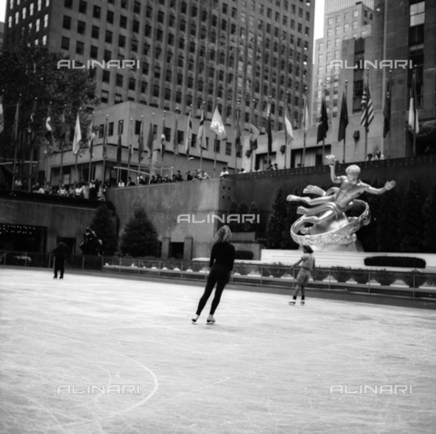 OMD-N-000016-0013 - Ice rink at Rockefeller Center in Manhattan, New York City