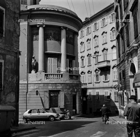 OMD-S-000183-0010 - Street in the center of Trieste - Date of photography: 25/04-01/05/1991 - Fratelli Alinari Museum - donation Orioli, Florence