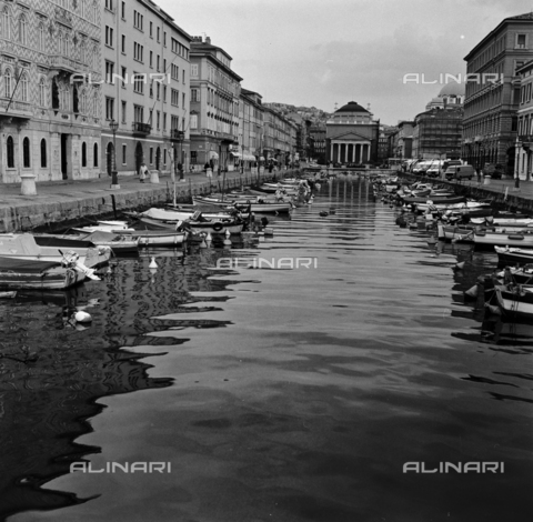 OMD-S-000183-0013 - View of the Grand Canal and the Church of Sant'Antonio Nuovo (Church of St. Anthony Healer) in Trieste - Date of photography: 25/04-01/05/1991 - Fratelli Alinari Museum - donation Orioli, Florence