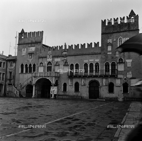 OMD-S-000183-0016 - Praetorian Palace Tito Square (formerly Piazza del Duomo) in Koper - Date of photography: 25/04-01/05/1991 - Fratelli Alinari Museum - donation Orioli, Florence
