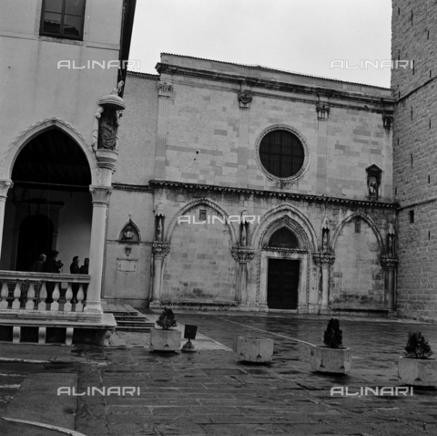OMD-S-000183-0017 - The Cathedral of the Assumption Tito Square (formerly Piazza del Duomo) in Koper - Date of photography: 25/04-01/05/1991 - Fratelli Alinari Museum - donation Orioli, Florence
