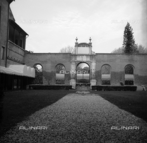 OMD-S-000231-0018 - Courtyard of the Palace Diamanti, Ferrara - Date of photography: 12/1998 - Fratelli Alinari Museum - donation Orioli, Florence