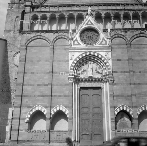 OMD-S-000399-0004 - Facade of the Church of San Paolo in Pistoia - Date of photography: 04/2001 - Fratelli Alinari Museum - donation Orioli, Florence