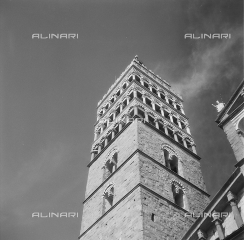 OMD-S-000399-0009 - The bell tower of the San Zeno Cathedral in Piazza del Duomo in Pistoia - Date of photography: 04/2001 - Fratelli Alinari Museum - donation Orioli, Florence