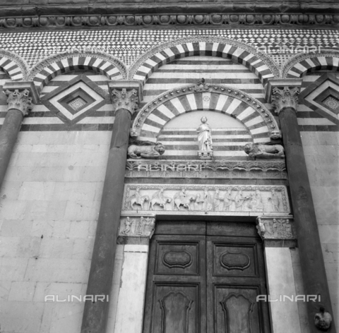 OMD-S-000399-0012 - Major portal of the Church of Sant'Andrea in Pistoia - Date of photography: 04/2001 - Fratelli Alinari Museum - donation Orioli, Florence