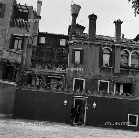 OMD-S-000429-0003 - House in Venice - Date of photography: 25/04-01/05/1991 - Fratelli Alinari Museum - donation Orioli, Florence