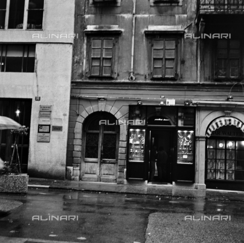 OMD-S-000436-0003 - Street in a city - Date of photography: 05/1991 - Fratelli Alinari Museum - donation Orioli, Florence