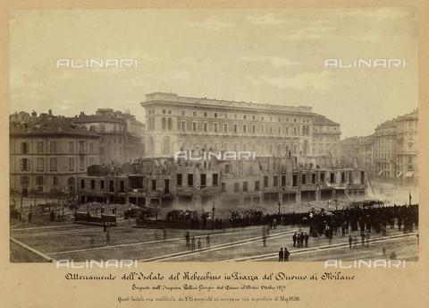 OTC-F-000003-0000 - Demolition of the block of Rebecchino in Piazza Duomo in Milan by Impresa Pellini Giorgio from 1st to 12th October 1875 - Data dello scatto: 10/1875 - Archivi Alinari, Firenze